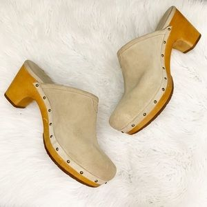 UGG Suede Leather Abbie Clog In Sand Size 8